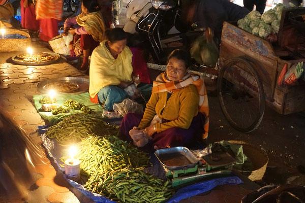 """""""Nachtmarkt"""" - alles bei Kerzenlicht..."""