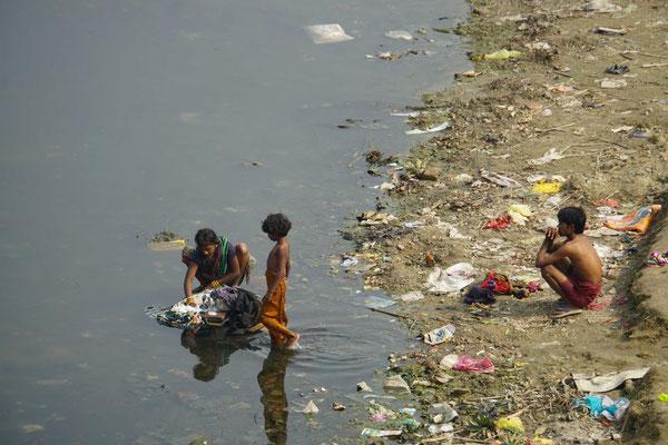 Waschtag - ob die Wäsche danach sauberer ist - auch das ist Indien!!