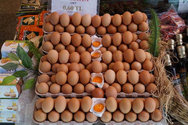 Kuriosität 1: Wie in Asien - Eier ungekühlt - dafür wird gezeigt, was drin ist...
