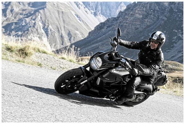 In den französischen Alpen mit der Ducati Diavel