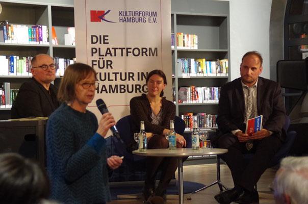 Hella Schwemer-Martienßen bei der Einführung, Foto: Renate Kammer