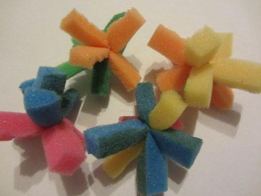 Kolorowe piłki z gąbeczek