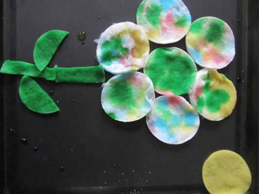 Kwiatek z wacików