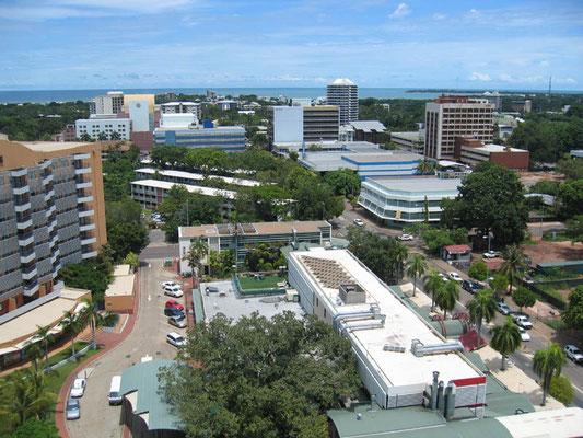 Darwin ist die größte Stadt und Hauptstadt im Northern Territory sowie die nördlichste Großstadt des Landes mit ca. 115.000 Einwohnern Darwin wurde 1869 gegründet und seither dreimal nach fast vollständiger durch Zyklone verursachter Zerstörung wieder auf