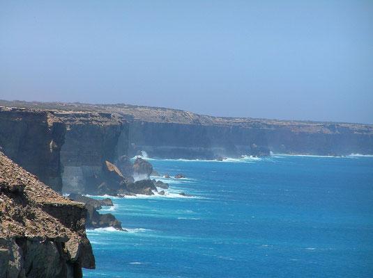 Die Große Australische Bucht oder englisch Great Australian Bight ist eine große Bucht an den zentralen und westlichen Teilen der Suedkueste Australiens.