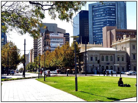 Der Victoria Square bildet das Zentrum des Rasters der Stadt von einer quadratischen Meile.