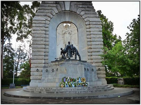 North Terrace. Nationales Kriegsdenkmal. National War Memorial.