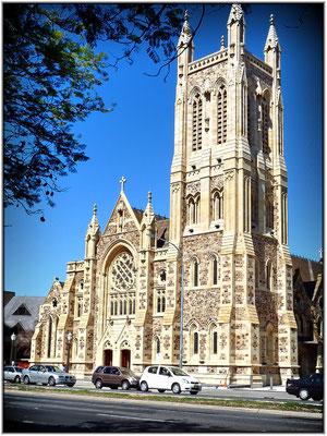 Auf der Ostseite vom Victoria Square ist die römisch-katholische Kathedrale des heiligen Franz Xaver . St. Francis Xavier's Cathedral.