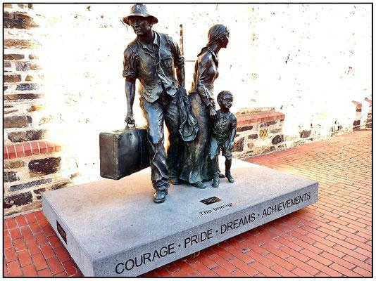 Kintore Avenue. Migration Museum. Denkmal für die Einwanderer.