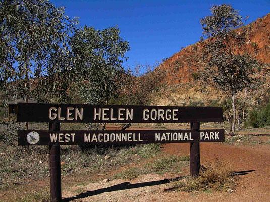 Die Glen Helen Gorge besteht im Wesentlichen aus einer eindrucksvollen Schlucht mit tiefen permanentem Wasserloch, geschaffen vom Durchbruch des geologisch sehr alten Finke River.