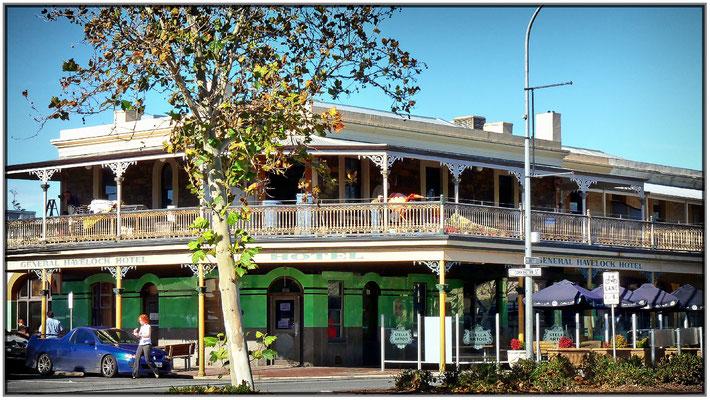 Altes Hotel Ecke Carrington und Hutt Street.