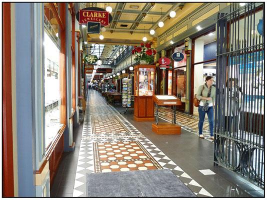 Eine Abzweigung von der Rundle Mall in eine Arcade.
