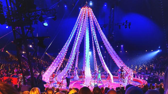 Dieses Jahr präsentiert sich der glamouröse Royal Circus von Gia Eradze aus Russland.
