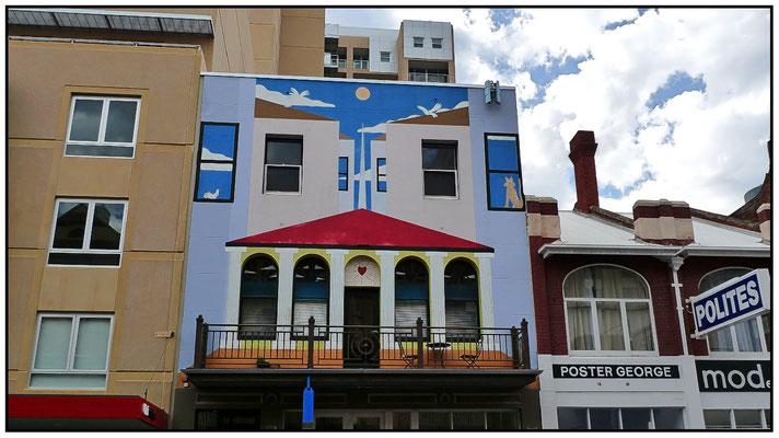 Bemalte Hausfront in der Hindley Street.