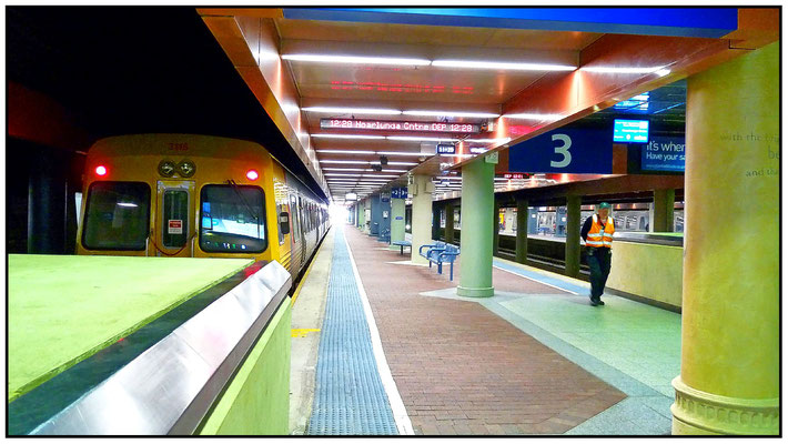 Bahnhof. Adelaide Railway Station.