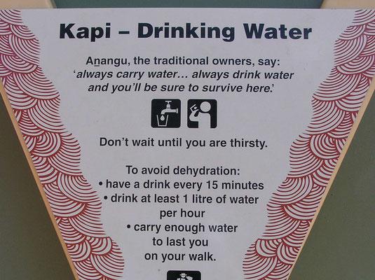 Trinken, trinken, trinken das Wichtigste im Outback