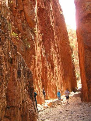 Standley Chasm ist die eindrucksvollste Schlucht der MacDonnell Ranges. Benannt wurde die Schlucht nach Ida Standley, der ersten Lehrerin in Alice Springs.