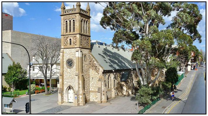 North Terrace. Hier steht die älteste Kirche von Adelaide. Holy Trinity Church
