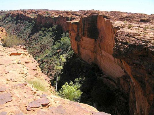 Es führen zwei Routen durch den Canyon. Ein ca 2 km langer Pfad führt durch Kings Cross am Boden der Schlucht und dauert durchschnittlich 1 Stunde. Am Ende des Wegs gelangt man zu einer Fläche mit Blick auf die steilen glatten Felswände.