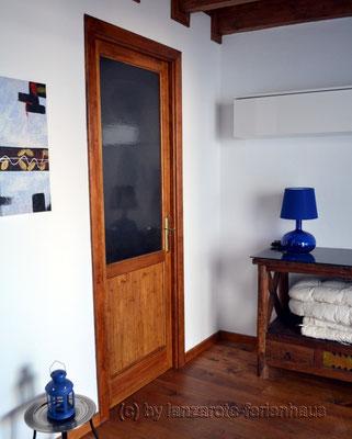 Obere Etage Eingangsbereich und Tür zum WC