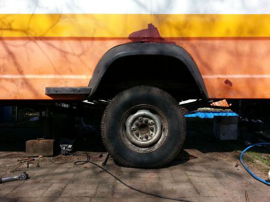 Plötzlich ein leerer Radkasten, das schreit eigentlich nach größeren Reifen, oder?