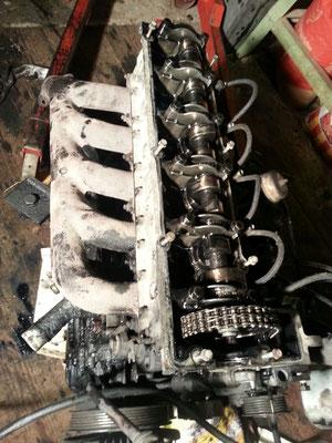 Motor mit offenem Deckel