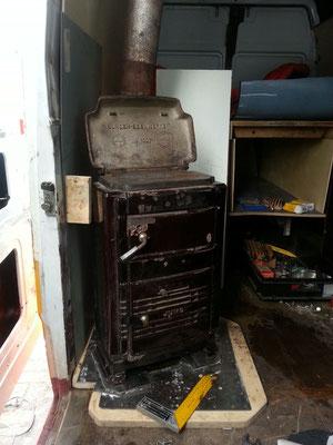 Der Ofen ist sicher der Beste Einbau den ich gemacht habe und hat uns auch bei -30°C in Sibirien gut warmgehalten.