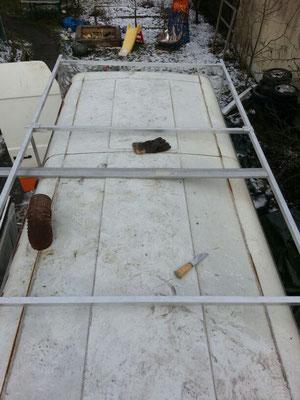 Schomal eine n Plan machen wo später Dachluken und 'Durchführungen seinen sollen und wo was auf dem Dachträger befestigt wird.