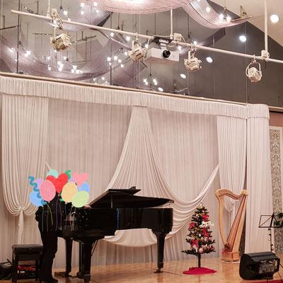 ピアノ・ハープ発表会ステージ 準備中ですが・・。