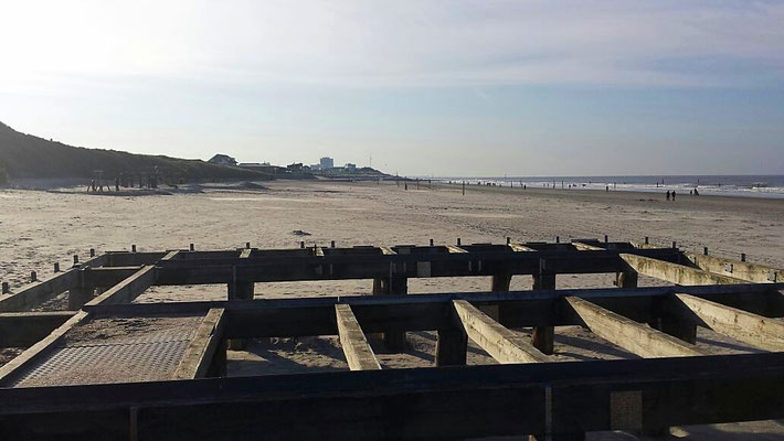 Plattform am Strand
