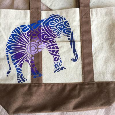 ずっと愉快に話を盛り上げてくれていた民恵さんは、キャラ通り、ゾウさんをお弁当bagに。