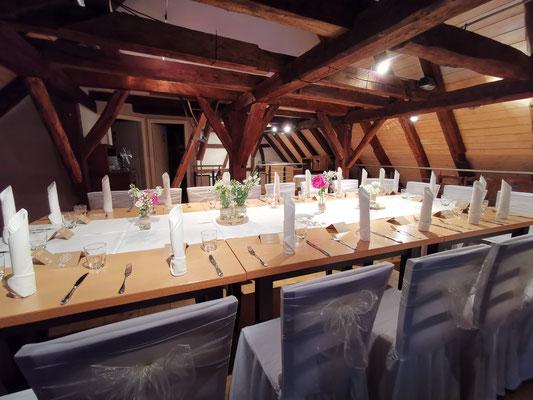 Hochzeit Feiern in der Kelter in Notzingen - Beispiele Tischdeko und Tischanordnungen