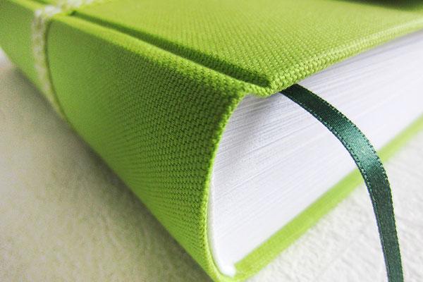 Buch Stoffeinband Canvas grün - Hardcoverbücher Einband mit Stoff nach Wunsch - unifarben, bunt, Motivstoff, Lizenzstoff, Stoffkombinationen, Borten, ...
