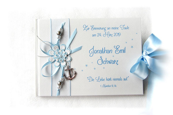 Taufbuch Junge weiß hellblau silberfarben filigrane Buchdekoration Blume Perlen Bänder Anker Schleifenverschluss Hardcover Querformat 21cmx15cm 64 Seiten fadengeheftet 160g Papier weiß
