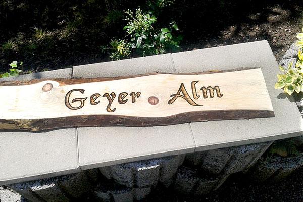 Holzschild Branding Wunschtext Naturholz beschriftet lackiert Holzplanke Größe Text Schriftart Oberflächenschutz nach Kundenwunsch