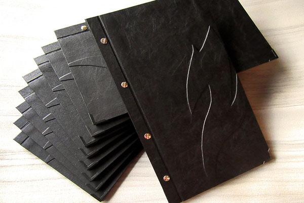 Speisekarte Getränkekarte Menükarte Weinkarte geschraubt schwarz individuell gestaltet handgefertigte Kleinauflage Hardcover ohne Buchrücken 20x35cm Buchschrauben silberfarben
