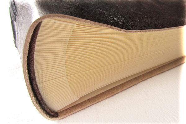 Lederalbum Softcover Fotoalbum Buchblock Fotokarton elfenbeinfarben mit leinengeprägten Pergaminzwischenblättern zum Schutz der Fotografien