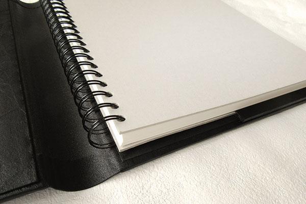Bucheinband Kunstleder schwarz mit passgenauem Einschub für A4 Buch mit Spiralbindung zum Auswechseln und Archivieren