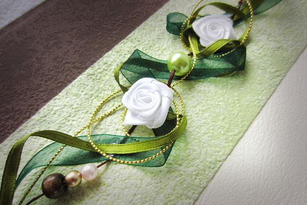 Hochzeitsalbum Bucheinband und Dekoration in Hochzeitsfarben Strukturpapier Rosen Bänder Perlen creme hellgrün dunkelgrün braun goldfarben