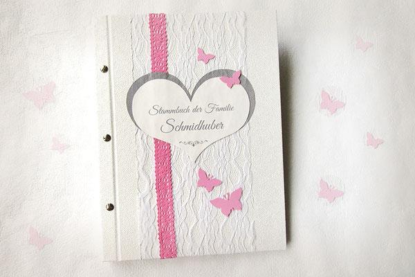 Stammbuch in creme weiß rosa hellgrau mit Einsteckhüllen und individuellen Drucken wie Stammbaumgrafik Hochzeitstage Familienbuch Hardcover geschraubt Strukturkarton Spitzenstoff Häkelspitze Schmetterlinge