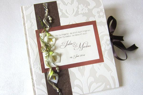 Gästebuch Hochzeit florales Bucheinbandmaterial weiß seidenmatt Buchdekoration Callas weiß grün Dekoringe goldfarben Borte Bänder kupferfarben dunkelbraun Hardcover 21x24cm 80 Seiten Buchblock fadengeheftet 160g Papier creme