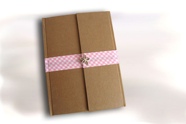 Tagebuch Magnetverschluss Bucheinbandmaterial Elefantenhautpapier sand Karoband rosa weiß umlaufend Deko Blume silberfarben Hardcover A5 160 Seiten ivory Fadenheftung