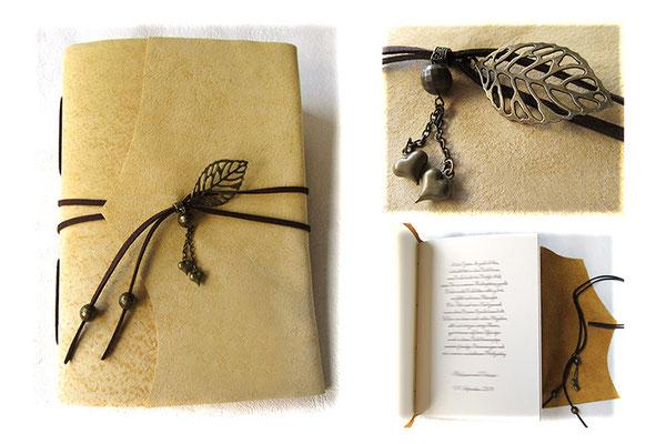 A5 Lederbuch Softcover, Leder hellbeige natur, Buchverschluss Lederbänder dunkelbraun Blattanhänger Herzen Perlen, Druck im Buch