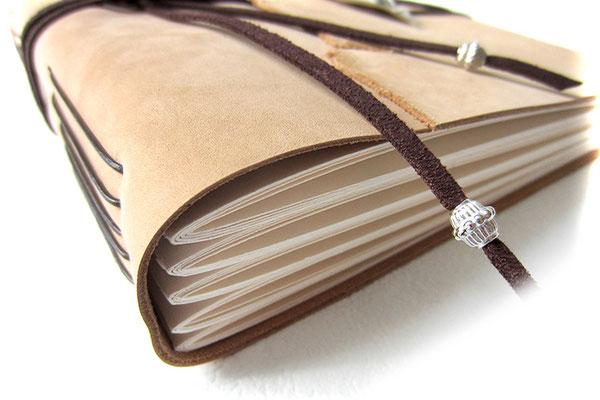 Foto Gästebuch Leder Softcover Fotokartonlagen direkt am Leder befestigt Einstichbindung Lederfarbe naturbeige