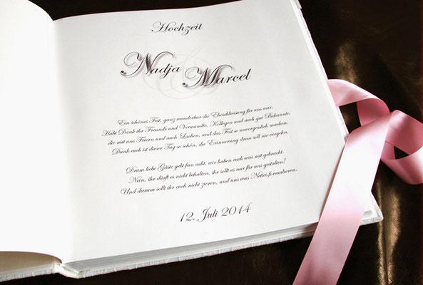 Druck im Hochzeitsalbum individuell gestalten Text Schriftart Symbolik Farben Anordnung