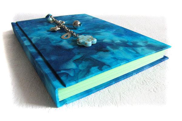 Freundebuch Hardcovereinband Batikstoff dunkelblau türkis hellblau Anhänger türkis silberfarben A5 Freundschaftsbuch Fadenheftung 160 Seiten hellgrün