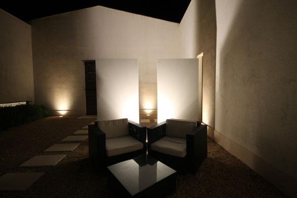 Glasstelen beleuchtet von Knumox