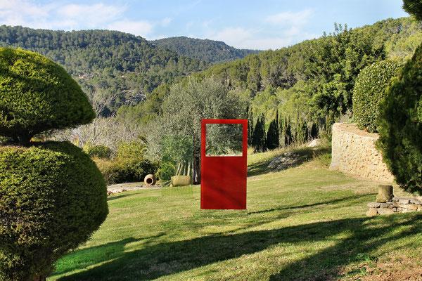 Glasstele mit rotem Sichtfenster