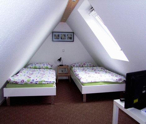 Das zweite Schlafzimmer, gemütlich unter dem Dach