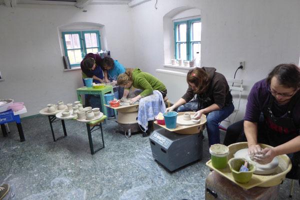 er Toepferscheibe Katharina Heusinger,Martin Waubke Keramik Auf der Spek